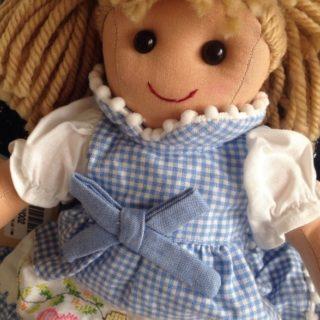 Le visioni di Laura 5 – La bambola di pezza di Gordiano Lupi