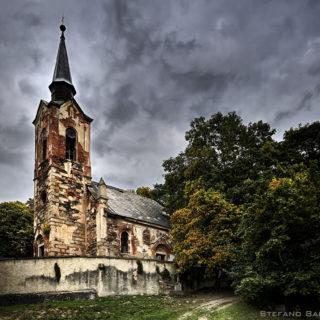 Le visioni di Laura 8 - La chiesa maledetta di Gordiano Lupi